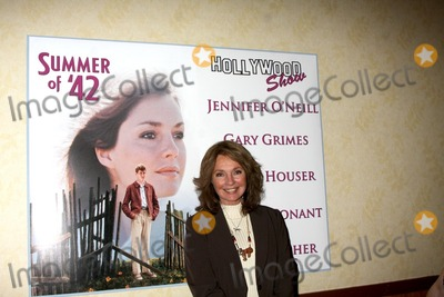 Jennifer ONeill Photo - LOS ANGELES - OCT 9  Jennifer ONeill at the Hollywood Show at Marriott Convention CenterTheatre on October 9 2010 in Burbank CA
