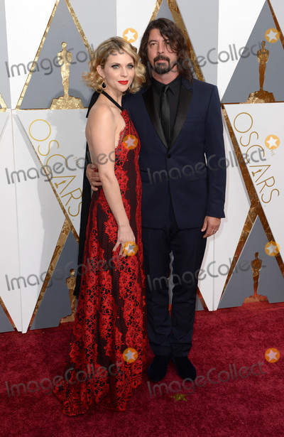 Dave Grohl Photo - Photo by PDstarmaxinccomSTAR MAXCopyright 2016ALL RIGHTS RESERVEDTelephoneFax (212) 995-119622816Dave Grohl and wife at the 88th Annual Academy Awards (Oscars)(Hollywood CA USA)