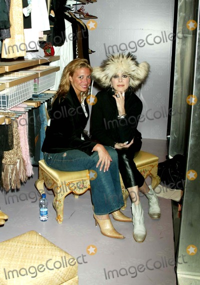 Lauren Ezersky Photo - K46987SMOLiving Window Display at The Container Store  Lexington and 58th St  NEW YORK CITY  02-28-2006PHOTO BY SONIA MOSKOWITZ-GLOBE PHOTOSINCLAUREN EZERSKY_DONATELLA APRAIALauren Ezersky poses in the window closet display with items of her own wardrobe prior to grand opening of The Container Store on March 4thPosing with her is Donatella Apraia (blond) who is owner of davidburke and donatella restaurant
