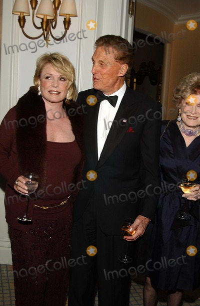 Robert Stack Photo - Archival Pictures - Globe Photos - 83031