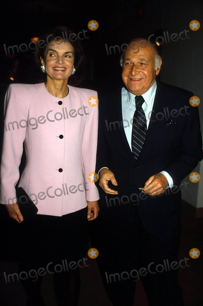 Jacqueline Kennedy Onassis Photo - Jacqueline Kennedy Onassis and Maurice Templesman K0093ps Photo by Paul SchmulbachGlobe Photos Inc Jacquelinekennedyonassisretro