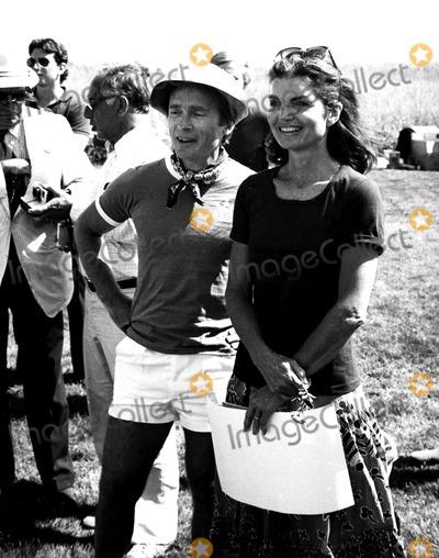 Jacqueline Kennedy Onassis Photo - Dick Cavett and Jacqueline Kennedy Onassis Ny1027 Paul AdaoGlobe Photos Inc Jacquelinekennedyonassisobit