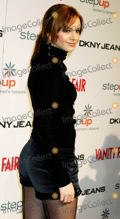 Amber Tamblyn Photo - Dkny Jeans Presents Vanity Fair in Concert to Benefit Step Up Womens Network
