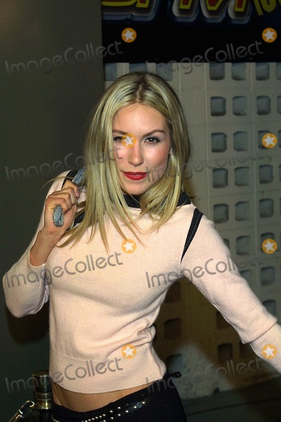 Sarah Carter Photo - Archival Pictures - Globe Photos - 69016