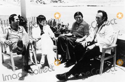 Liza Minnelli Photo - The Mike Douglas Show 1975 Burty Reynolds Liza Minnelli Mike Douglas and Gene Hackman Credit Globe Photos Inc Mikedouglasretro
