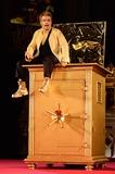 Andre Eisermann Photo - Andre Eisermann (Mammon) bei der Fotoprobe zu den Jedermann Festspielen im Berliner DomBerlin 15102013Credit Timmface to face
