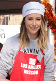 Amanda Crew Photo - 23 November 2016 - Los Angeles California Amanda Crew  Los Angeles Mission Thanksgiving Meal For The Homeless held at Los Angeles Mission Photo Credit Birdie ThompsonAdMedia