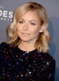 Kelly Ripa Photo - Photo by Dennis Van TinestarmaxinccomSTAR MAX2016ALL RIGHTS RESERVEDTelephoneFax (212) 995-1196121216Kelly Ripa at The 10th Anniversary CNN Heroes(NYC)