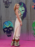 Margot Robbie Photo - Photo by KGC-03starmaxinccomSTAR MAX2016ALL RIGHTS RESERVEDTelephoneFax (212) 995-11968316Margot Robbie at the premiere of Suicide Squad(London England)