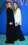 Ashley Olsen Photo - Photo by Patricia SchleinstarmaxinccomSTAR MAX2017ALL RIGHTS RESERVEDTelephoneFax (212) 995-11966517Ashley Olsen and Mary-Kate Olsen at The 2017 CFDA Fashion Awards in New York City
