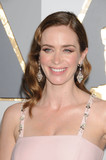 Emily Blunt Photo - Photo by KGC-136-JRstarmaxinccomSTAR MAXCopyright 2016ALL RIGHTS RESERVEDTelephoneFax (212) 995-119622816Emily Blunt at the 88th Annual Academy Awards (Oscars)(Hollywood CA USA)