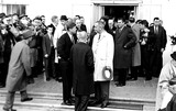 President Kennedy Photo - John Glenn with His Back to Cameras Talks to President Kennedy and Vice President Johnson in Front of the White House 1962 Globe Photos Inc Johnglennretro