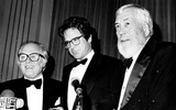 Richard Attenborough Photo - Richard Attenborough Warren Beatty and John Huston 4391 Darlene HammondGlobe Photos Inc Warrenbeattyretro