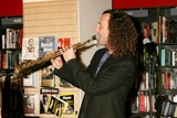 Kenny G Photo - Kenny G Performs at Borders Books and Music New York City 11-23-2004 Photo Rick MacklerrangefindersGlobe Photos Inc