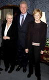 Judi Dench Photo - Dave Benettalpha 049879 291102 Dame Judy Dench Bill Clinton and Dame Maggie Smith -Breath of Life Play at the Theatre Royal in London Photo Bydave BenettalphaGlobe Photos Inc 2002