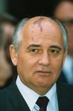 Mikhail Gorbachev Photo - Mikhail Gorbachev at G7 Econo Summit A7860 Photo by Alpha-Globe Photos Inc