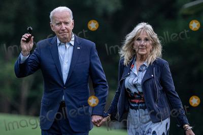 Photo - Bidens Return from Camp David