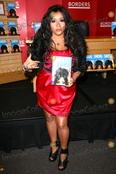 Photo - Nicole Snooki Polizzi star of Jersey Shore signs copies of her new book  A Shore Thing