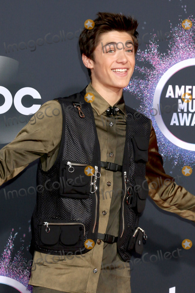 Photo - 47th American Music Awards - Arrivals