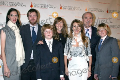 DANA REEVES Photo - Jenni Flynn Sean Flynn Kris Keach Katie Flynn Jane Seymour James Keach and Johnny Keach arriving at the 4th Annual Los Angeles Gala for the Christopher  Dana Reeve Foundation at the Beverly Hilton Hotel in Beverly Hills CADecember 2 2008
