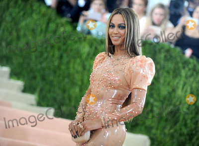 Photo - Photo by Dennis Van TinestarmaxinccomSTAR MAX2016ALL RIGHTS RESERVEDTelephoneFax (212) 995-11965216Beyonce Knowles at Manus x Machina Fashion In An Age of Technology Costume Institute Gala(Metropolitan Museum of Art NYC)