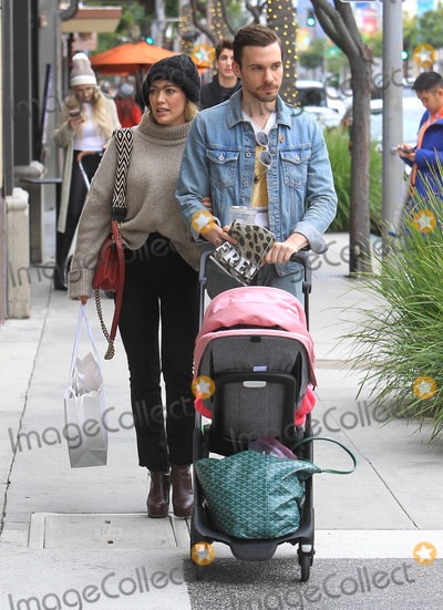 Photo - Hilary Duff and Matthew Koma are seen in Los Angeles