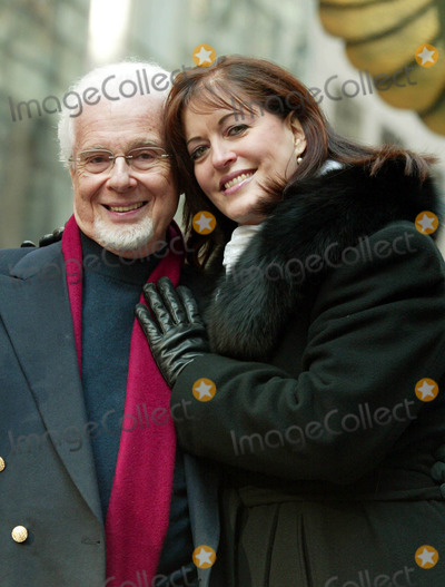PETER NERO Photo - Peter Nero and Ann Hampton Callaway at the 77th Annual Macys Thanksgiving Day Parade in New York City on November 27 2003 Photo Henry McgeeGlobe Photos Inc 2003