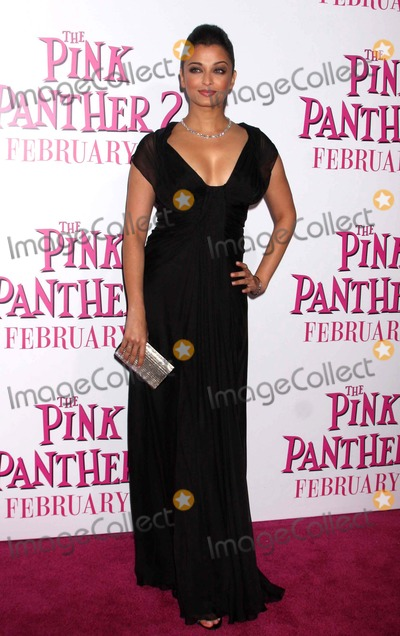 PINK PANTHER Photo - Aishwarya Rai Bachchan Arriving at the Premiere of the Pink Panther 2 at the Ziegfeld Theater in New York City on 02-03-2009 Photo by Henry McgeeGlobe Photos Inc 2009