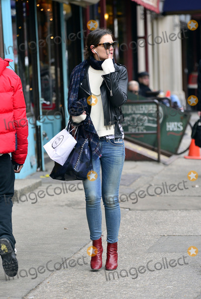 Photos From Katie Holmes sighting