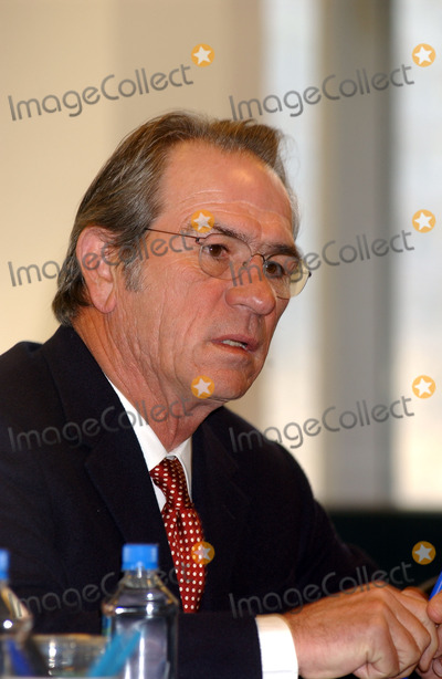 Photos From TOMMY LEE JONES SIGNS SOUNDTRACK