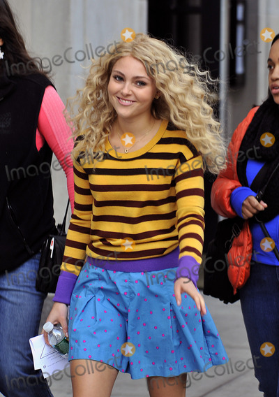 Photos From Carrie Diaries set 101712