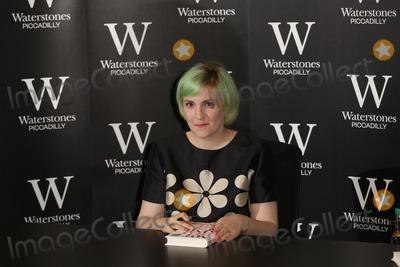 Photo - Lena Dunham Book Signing