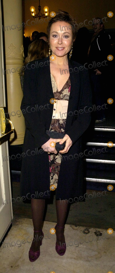 Amanda Mealing Photo - London UK Holby City actress Amanda Mealing at The Entertainer press night held at the Old Vic theatre in London 7th March 2007Can NguyenLandmark Media
