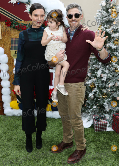 Photo - (FILE) Dave and Odette Annable Split After 9 Years of Marriage BEVERLY HILLS LOS ANGELES CALIFORNIA USA - DECEMBER 09 Actress Odette Annable son Charlie Mae Annable and husband Dave Annable arrive at the Brooks Brothers Annual Holiday Celebration In Los Angeles To Benefit St Jude 2018 held at the Beverly Wilshire Four Seasons Hotel on December 9 2018 in Beverly Hills Los Angeles California United States (Photo by Xavier CollinImage Press Agency)