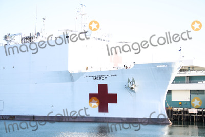 Photo - SAN PEDRO LOS ANGELES CALIFORNIA USA - MARCH 27 United States Navy Hospital Ship USNS Mercy arrives at the Port of Los Angeles to assist with the coronavirus COVID-19 pandemic on March 27 2020 in San Pedro Los Angeles California United States The ship holds 1000 beds which will be used to treat non-coronavirus patients in an effort to free up hospital beds for those suffering from COVID-19 The ships 800 medical personnel will help ease the burden on the regions hospitals as they grapple with the pandemic (Photo by Xavier CollinImage Press Agency)
