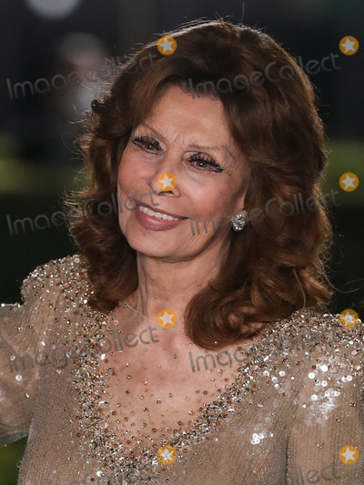 Photo - LOS ANGELES CALIFORNIA USA - SEPTEMBER 25 Actress Sophia Loren arrives at the Academy Museum of Motion Pictures Opening Gala held at the Academy Museum of Motion Pictures on September 25 2021 in Los Angeles California United States (Photo by Xavier CollinImage Press Agency)