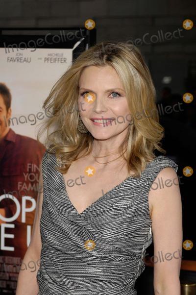 Michelle Pfeiffer Photo - Laff Presents People Like Us