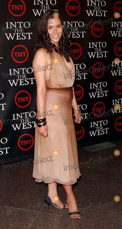 Elizabeth Sage Photo - Into the West the Tnt West Coast Premiere at the Directors Guild Theater in West Hollywoodca 06-08-2005 Photo by Fitzroy Barrett Globe Photos Inc 2005 Elizabeth Sage
