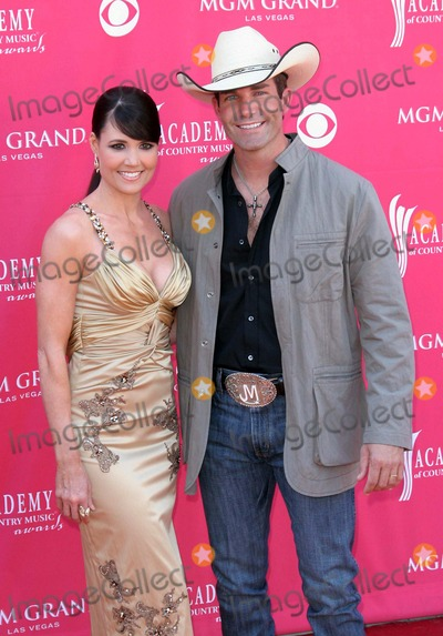 Jason Meadows Photo - 47th Annual Country Music Awards (Arrivals) at the Mgm Grand Garden Arena Las Vegas NV 05-15-2007 Photo by Ed Geller-Globe Photos 2007 Jason Meadows Wife Amber