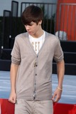 The Jacksons Photo - LOS ANGELES - JAN 26  Justin Bieber at the Michael Jackson Immortalized  Handprint and Footprint Ceremony at Graumans Chinese Theater on January 26 2012 in Los Angeles CA