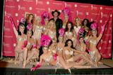 Trace Adkins Photo - Trace Adkins  showgirls wearing vintage costumesPress RoomMGM Garden ArenaLas Vegas NVMay 23 2006