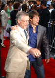 Steven Spielberg Photo - NEW YORK JUNE 32 2005    Tom Cruise and Steven Spielberg taking pictures at the premiere of War of the Worlds at the Ziegfeld Theater in New York