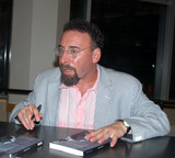 ANTONY SHER Photo - NEW YORK JULY 18 2005    Antony Sher signs copies of his new book Primo Time at Barnes and Noble