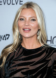 Front Row Photo - MANHATTAN NEW YORK CITY NEW YORK USA - SEPTEMBER 05 Model Kate Moss wearing Vintage Halston arrives at Daily Front Rows 2019 Fashion Media Awards held at The Rainbow Room at the Rockefeller Center on September 5 2019 in Manhattan New York City New York United States (Photo by Xavier CollinImage Press Agency)