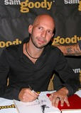 Neil Strauss Photo - Dave Navarro Book Signing dont Try This at Home at Sam Goody Store at Universal Studios Universal City CA 10122004 Photo by Milan RybaGlobe Photos Inc 2004 Neil Strauss (Writer)