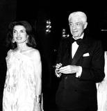 Jacqueline Kennedy Onassis Photo - Jacqueline Kennedy Onassis and Oliver Smith 6161976 Ny742 Irv SteinbergGlobe Photos Inc