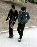 Avril Lavigne Photo - Avril Lavigne and Sum 4i Frontman Deryck Whibley Out and About in Central Park New York City 03282004 Photo by John BarrettGlobe Photosinc