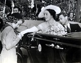 QUEEN MUM Photo - King and Queen of England with Girl Scout Leah Burket Wash DC 1939 Globe Photos Inc