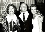 Elizabeth Montgomery Photo - Elizabeth Montgomery and Husband with Agnes Moorehead Photo by Bill Holz-Globe Photos
